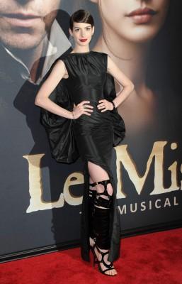 Anne-Hathaway-Les-Miserables-New-York-Premiere-December-10-003-257x400